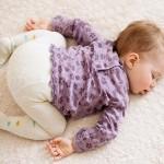 赤ちゃんのうつぶせ寝はいつから安全?事故防止にはいつまで気を付けたら良いのか?